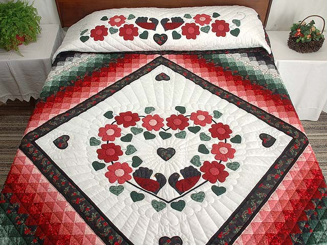 Red Black and Green Sunshine Sweetheart Quilt Photo 1