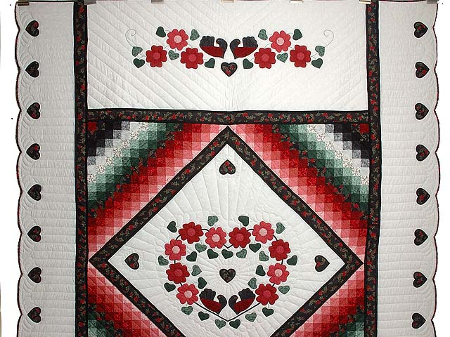 Red Black and Green Sunshine Sweetheart Quilt Photo 2