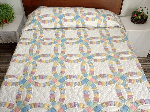 Extra Fine Pastel Double Wedding Ring Quilt Photo 1