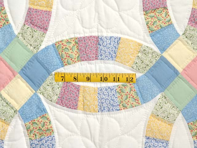 Extra Fine Pastel Double Wedding Ring Quilt Photo 5