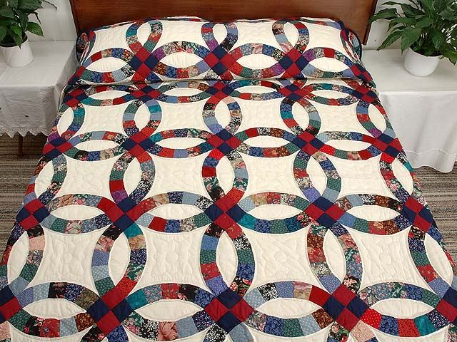 Red Navy and Multicolor Double Wedding Ring Quilt Photo 1