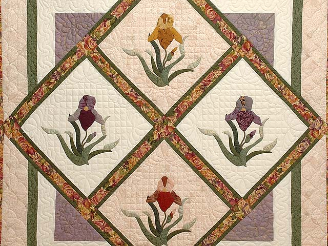 Iris Delight Applique Quilt Photo 3