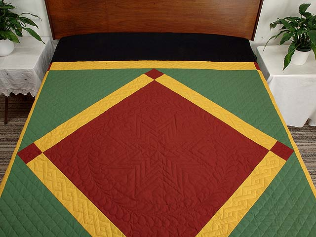 Extra Fine Midwestern Amish Colors Center Diamond Quilt Photo 1