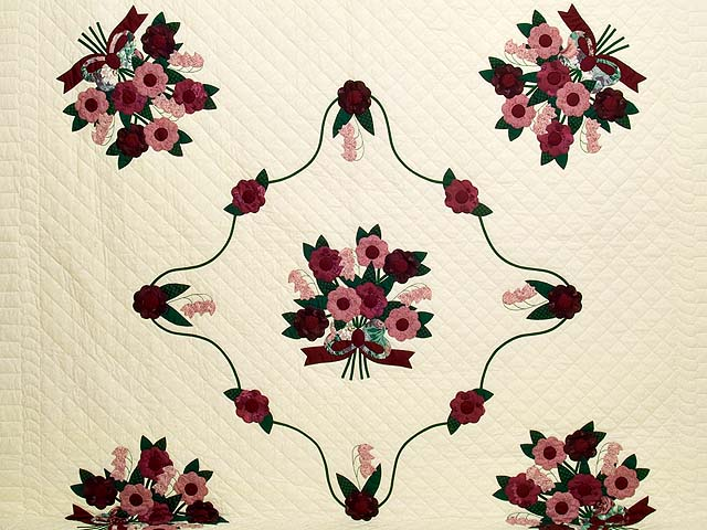 Raspberry Burgundy and Green Rose of Sharon Quilt Photo 3