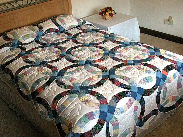Twin Size Multicolor Double Wedding Ring Quilt Photo 1