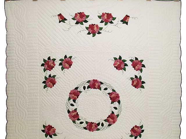 Rose and Green Rose Wreath Quilt Photo 2