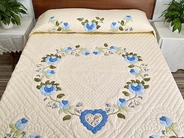 Blue and Willow Heart of Roses Quilt Photo 1