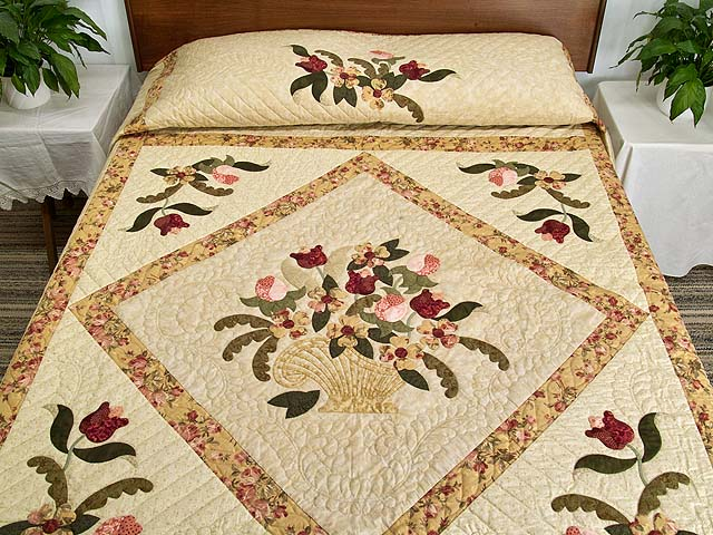 Carmel Peach Rose and Moss Spring Basket Quilt Photo 1