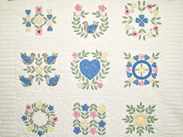 Pastel Appliqué Album Sampler Quilt Photo 3