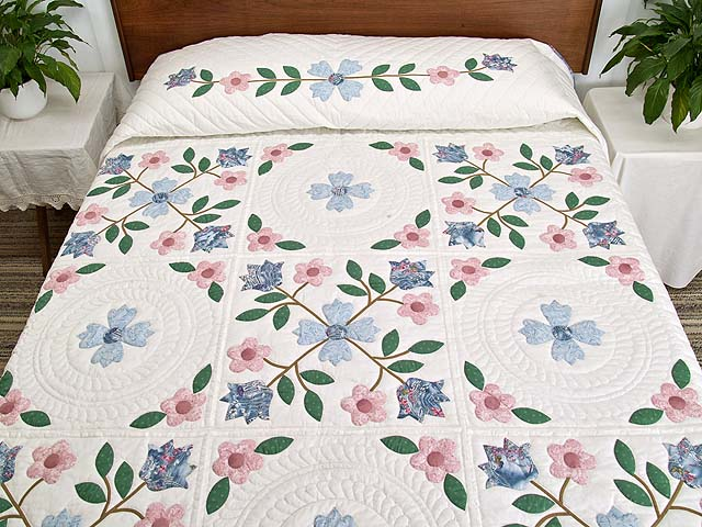 Pastel Appliqué Spring Flower Quilt Photo 1