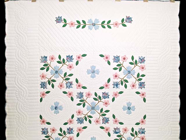 Pastel Appliqué Spring Flower Quilt Photo 2