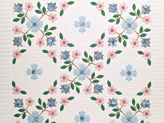 Pastel Appliqué Spring Flower Quilt Photo 3
