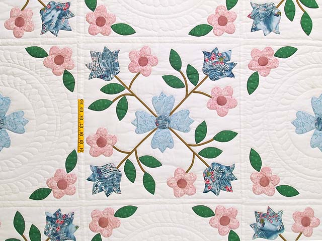 Pastel Appliqué Spring Flower Quilt Photo 4