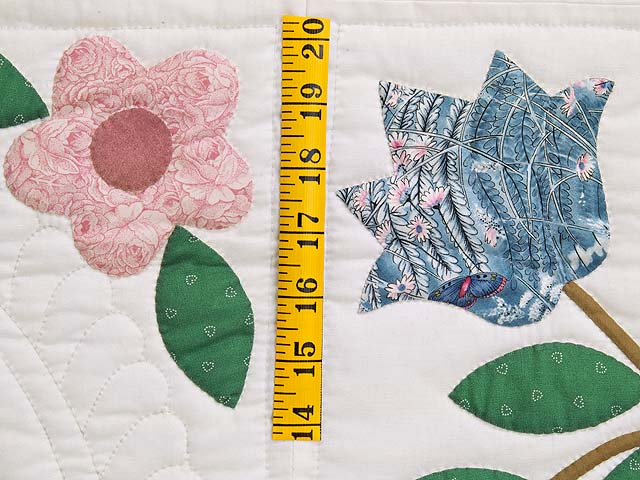 Pastel Appliqué Spring Flower Quilt Photo 5