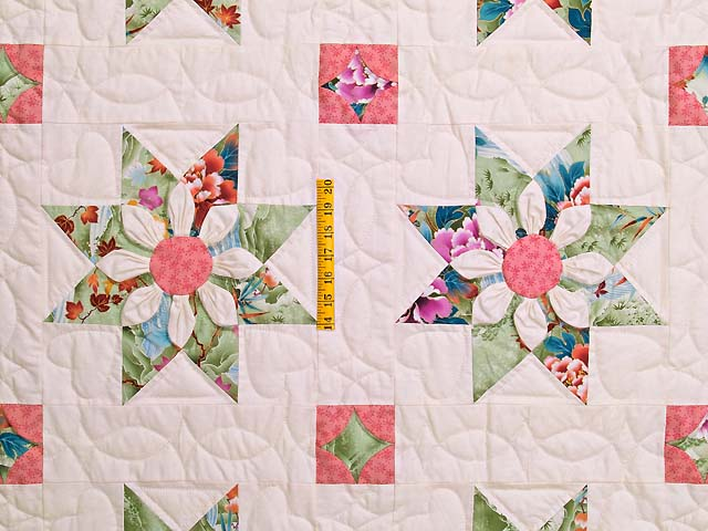 Green and Rose Dahlia Star Quilt Photo 4