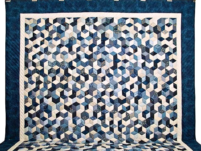 King Blue Navy and Cream Tumbling Blocks Quilt Photo 2