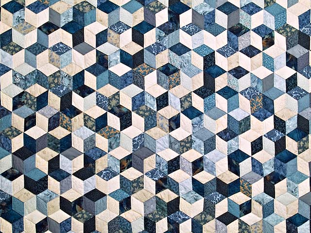King Blue Navy and Cream Tumbling Blocks Quilt Photo 3