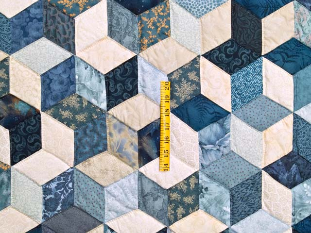 King Blue Navy and Cream Tumbling Blocks Quilt Photo 4