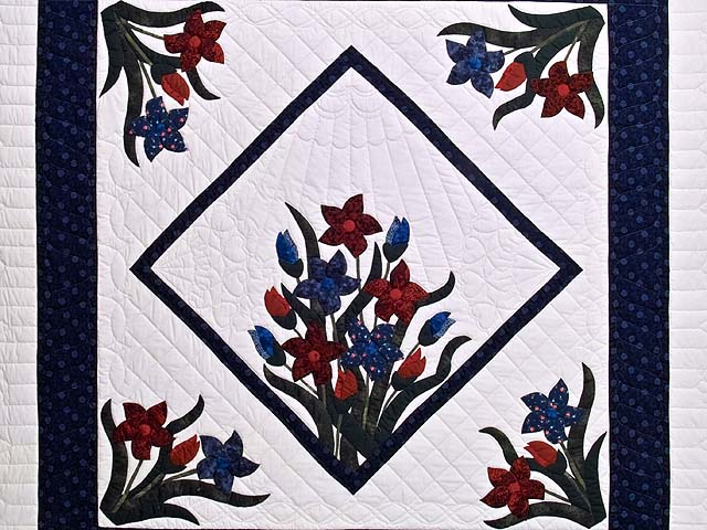 Full Size Blue and Red Appliqué Lilly Quilt Photo 3