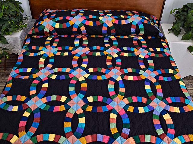 Almost Amish Extra Fine Double Wedding Ring Quilt Photo 1
