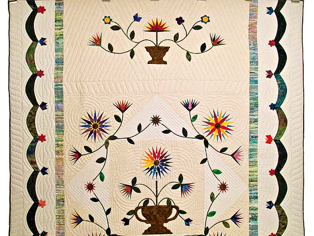 Extraordinary Compass Gardens Applique Quilt Photo 2