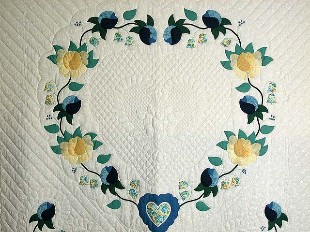 Blue and Yellow Heart of Roses Quilt Photo 4