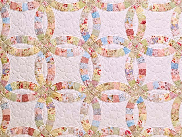 Antique Pastels Double Wedding Ring Quilt Photo 3