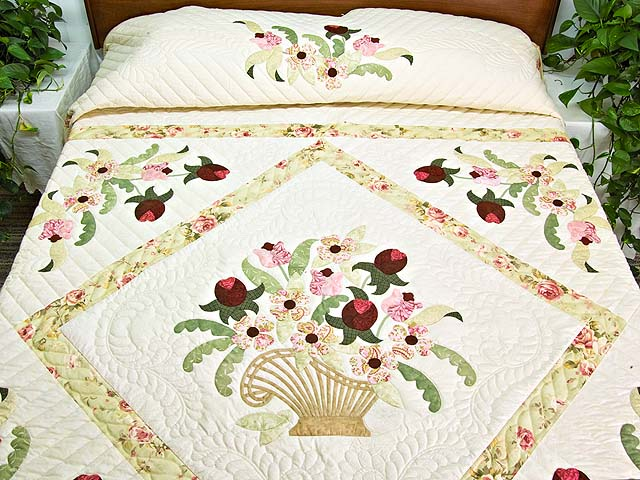 King Willow Green and Rose Spring Basket Quilt Photo 1