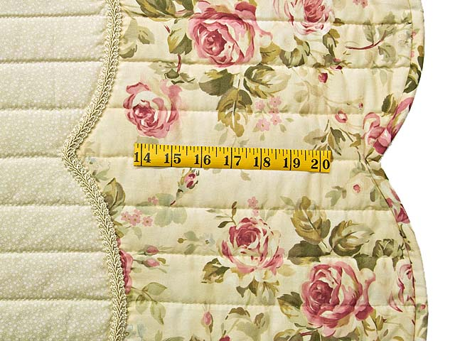 Red Roses on Cream Lancaster Treasures Quilt Photo 7