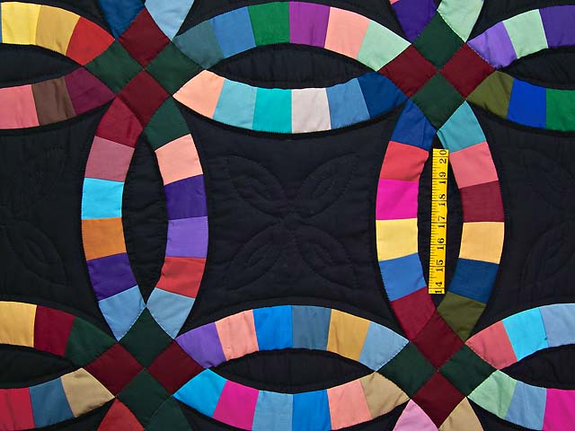 Almost Amish Double Wedding Ring Quilt Photo 4