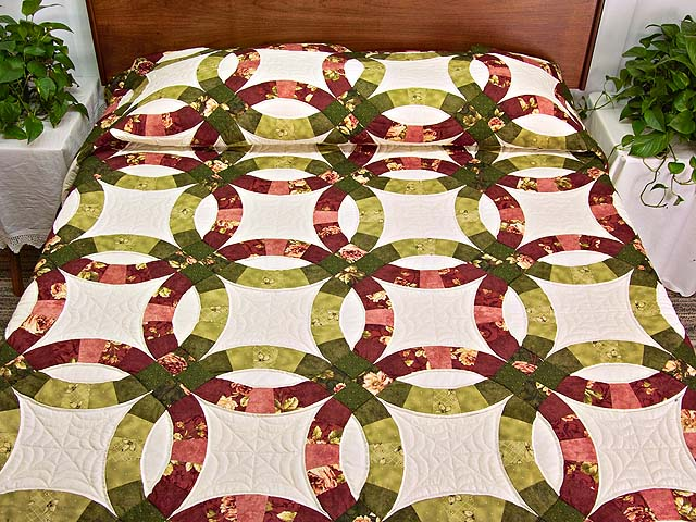 Red and Moss Green Double Wedding Ring Quilt Photo 1