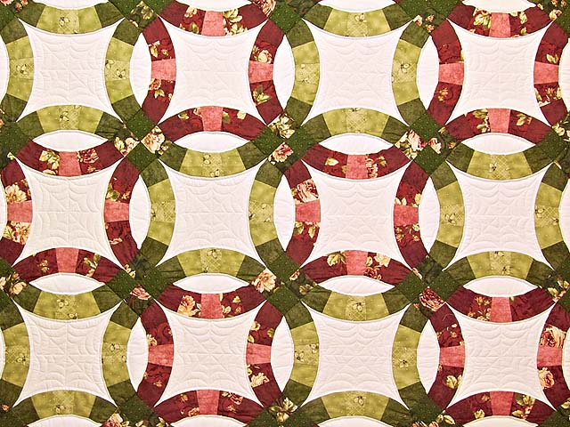 Red and Moss Green Double Wedding Ring Quilt Photo 3