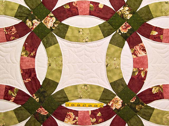 Red and Moss Green Double Wedding Ring Quilt Photo 4