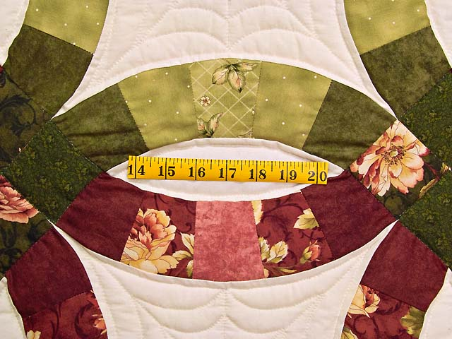 Red and Moss Green Double Wedding Ring Quilt Photo 5