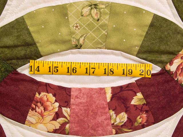 Red and Moss Green Double Wedding Ring Quilt Photo 6