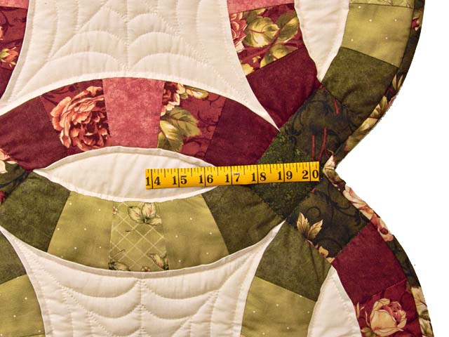 Red and Moss Green Double Wedding Ring Quilt Photo 7
