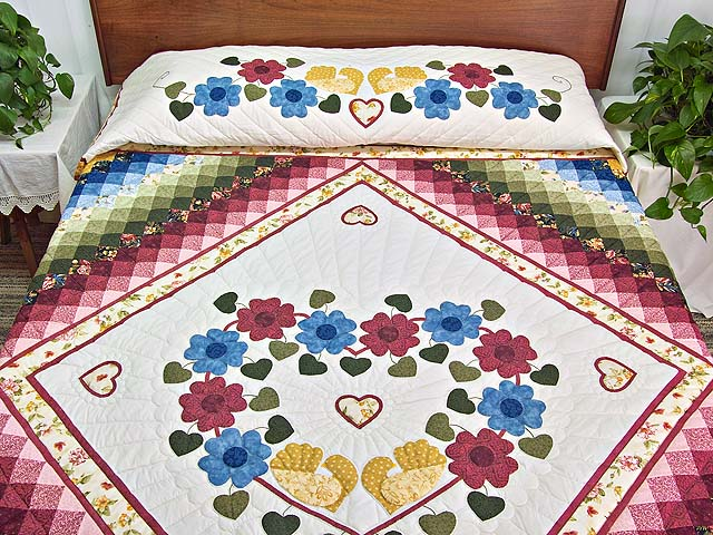 Rose and Multicolor Sunshine Sweetheart Quilt Photo 1