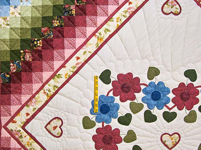 Rose and Multicolor Sunshine Sweetheart Quilt Photo 4