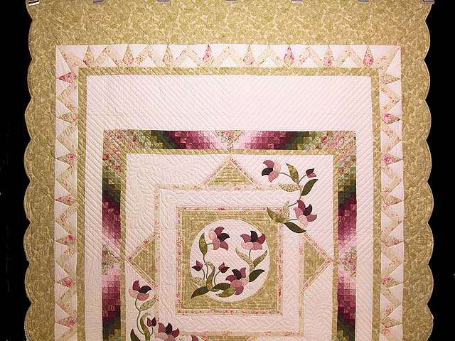 Moss Rose and Ivory Rainbow Reflections Quilt Photo 2