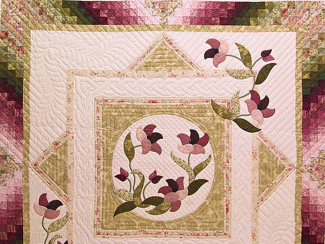 Moss Rose and Ivory Rainbow Reflections Quilt Photo 3