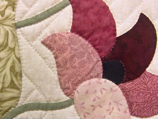 Moss Rose and Ivory Rainbow Reflections Quilt Photo 6