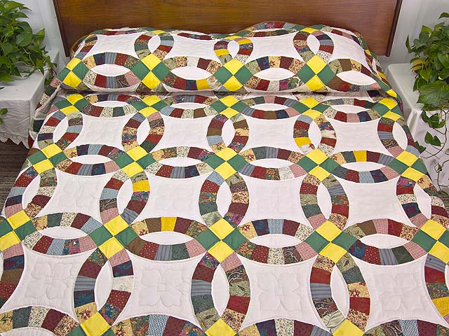 Yellow Green and Multicolor Double Wedding Ring Quilt Photo 1