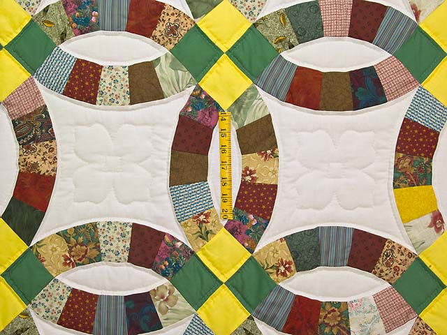 Yellow Green and Multicolor Double Wedding Ring Quilt Photo 4