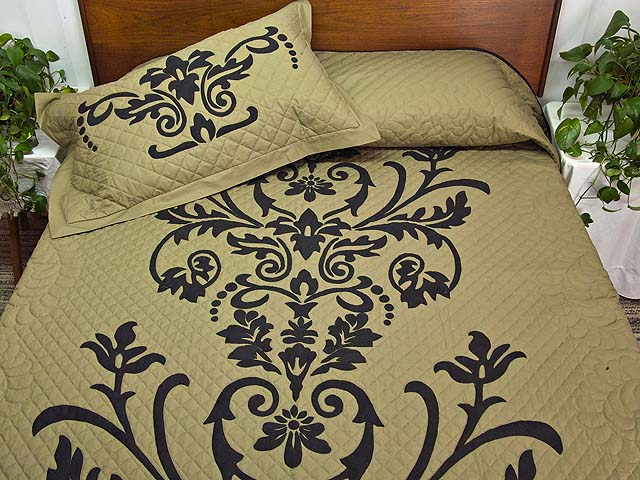 King Moss and Black Laura Quilt with Shams Photo 1