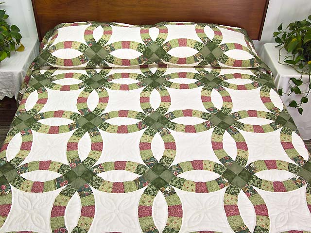 Green and Rose Double Wedding Ring Quilt Photo 1