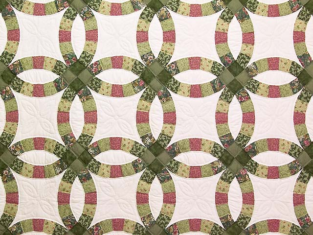 Green and Rose Double Wedding Ring Quilt Photo 3