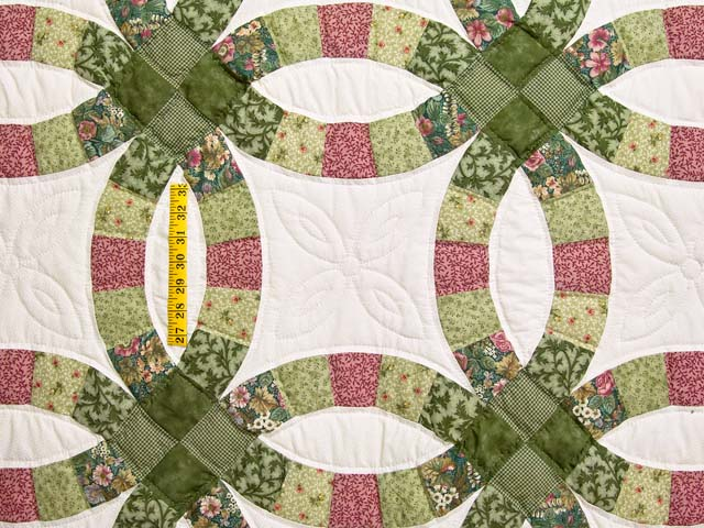Green and Rose Double Wedding Ring Quilt Photo 4