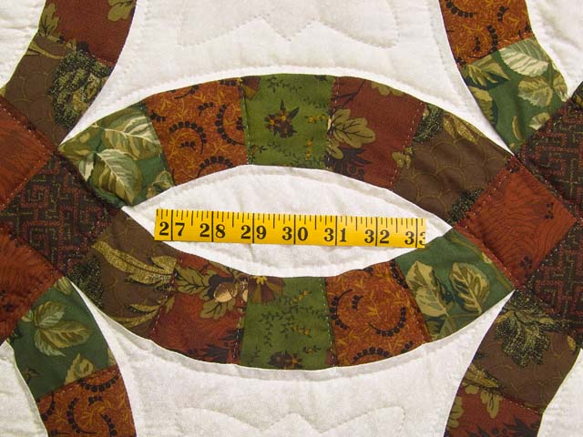 Brick Red and Moss Green Double Wedding Ring Quilt Photo 5