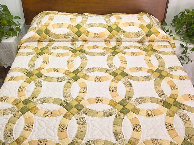 Moss and Golden Tan Double Wedding Ring Quilt Photo 1