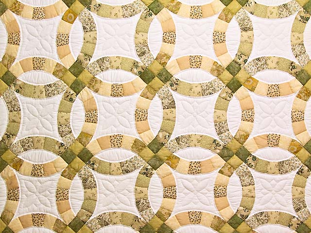 Moss and Golden Tan Double Wedding Ring Quilt Photo 3